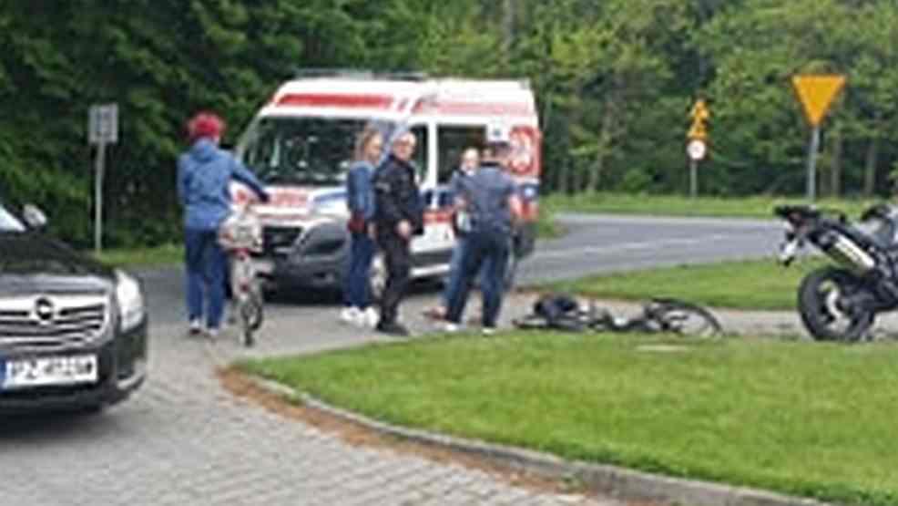Wypadek. Motocyklista nie ustąpił pierwszeństwa i uderzył w rowerzystkę w Witaszyczkach  - Zdjęcie główne