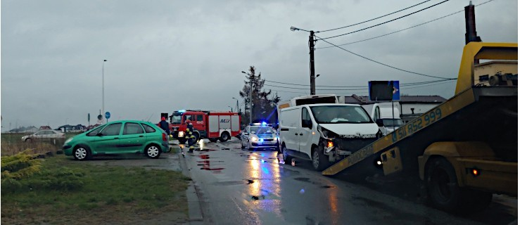 Volkswagenem nie ustąpiła pierwszeństwa i uderzyła w dwa pojazdy - Zdjęcie główne