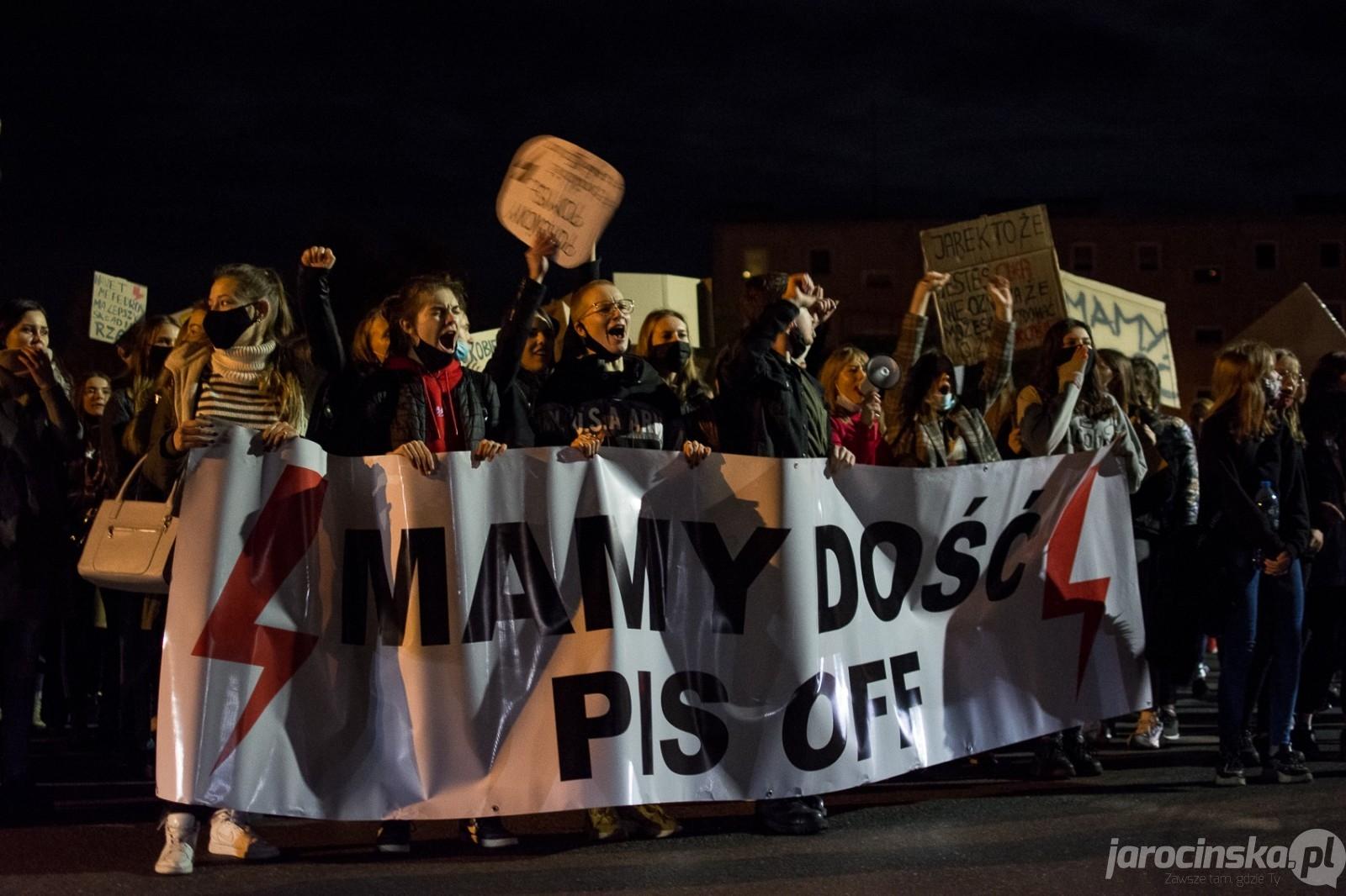 Jarocin. Protest kobiet. Trzecia manifestacja na ulicach Jarocina  - Zdjęcie główne