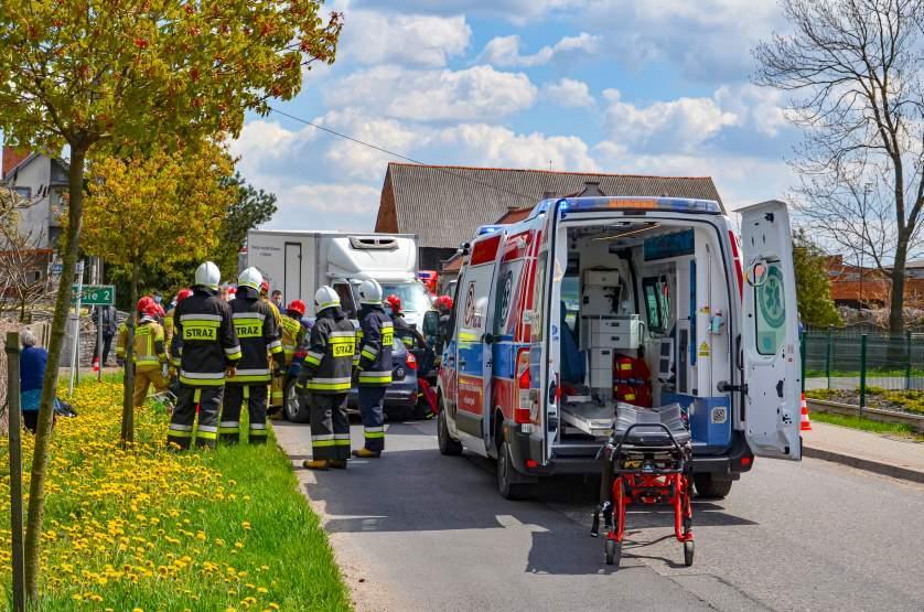 Wypadek u sąsiada. Jarocińscy strażacy na akcji ratunkowej [ZDJĘCIA]  - Zdjęcie główne