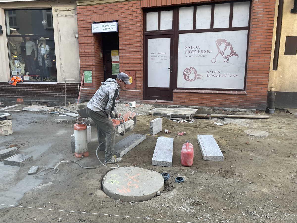 Kończą remontować deptak na Wrocławskiej w Jarocinie - Zdjęcie główne