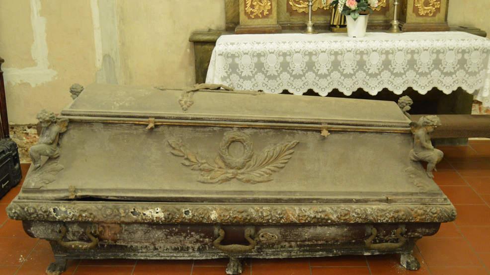 Otworzyli sarkofag, przełożyli szczątki biskupa do trumny. Dlaczego? - Zdjęcie główne