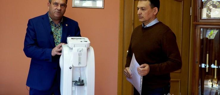 Burmistrz Jarocina przekazał cenny sprzęt chorym z kotlińskiego DPS-u - Zdjęcie główne