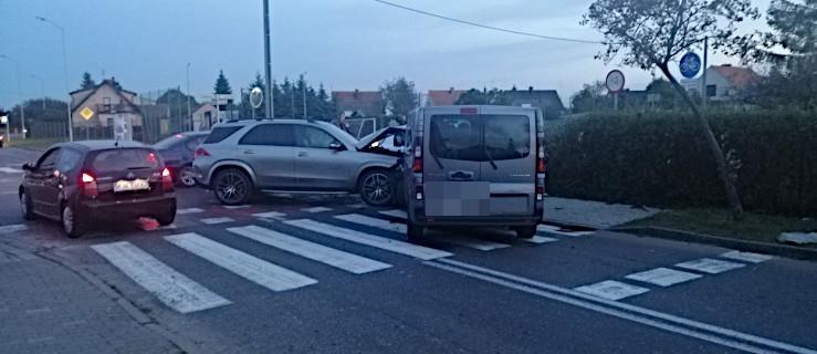 Zderzenie trzech pojazdów na feralnym skrzyżowaniu w Jarocinie - Zdjęcie główne