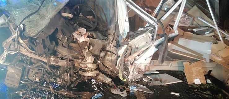 Seria wypadków na drodze krajowej nr 11 między Jarocinem a Środą Wlkp. Jedna osoba nie żyje. Są ranni. [ZDJĘCIA]  - Zdjęcie główne