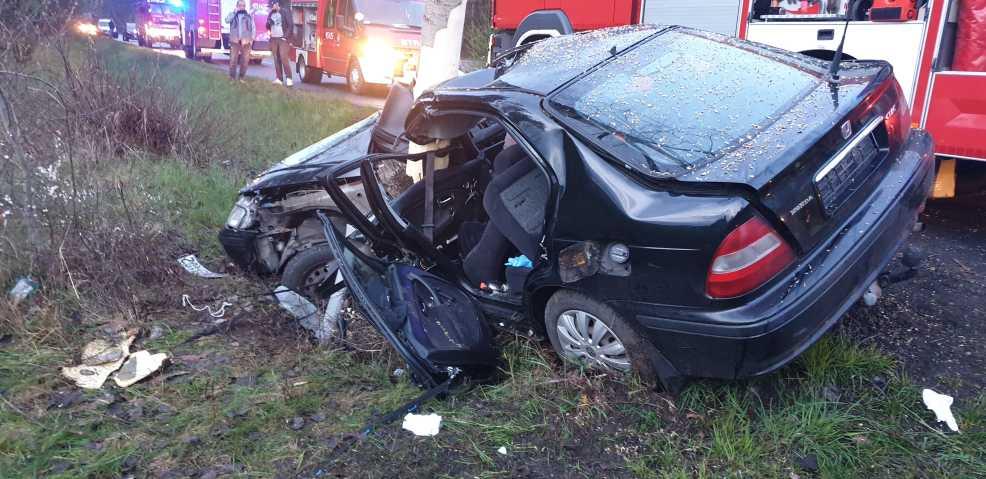 Wypadek na drodze wojewódzkiej między Bachorzewem a Tarcami. Jedna osoba poszkodowana  - Zdjęcie główne