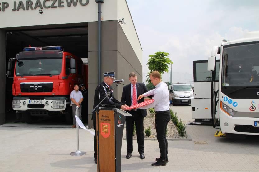 Ponad pół miliona kosztował specjalnie zaprojektowany autobus dla gminy Jaraczewo [ZDJĘCIA]  - Zdjęcie główne