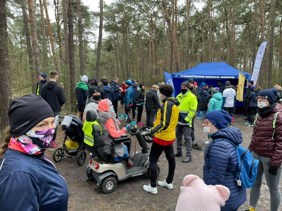 Biegacze Jarocin wspólnie z Fundacją Ogród Marzeń w kolorowych skarpetkach w Dniu Zespołu Downa - Zdjęcie główne