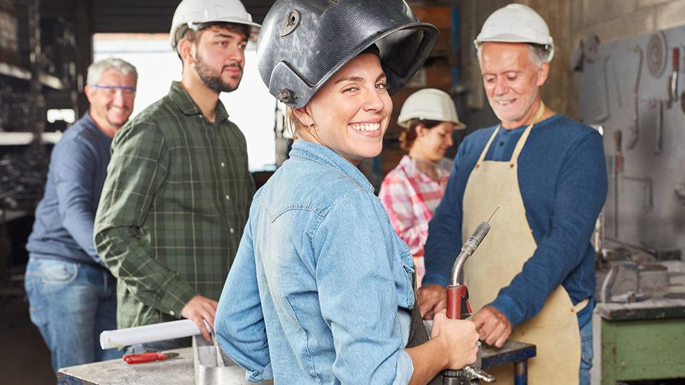 PRACA JAROCIN: Zalmet zatrudni spawcza, ślusarza - Zdjęcie główne