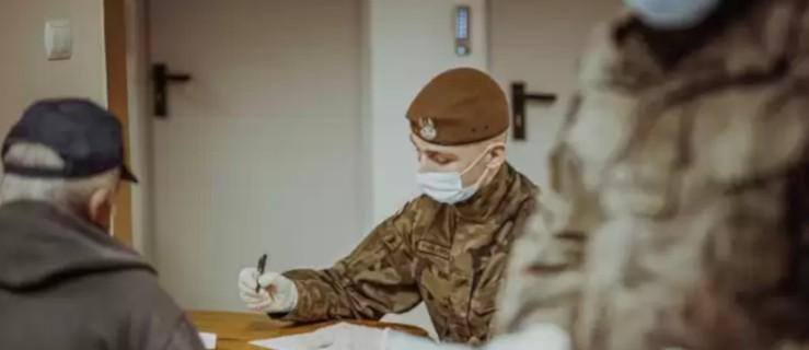 Mundurowi w jarocińskim szpitalu. Co tam robią? - Zdjęcie główne