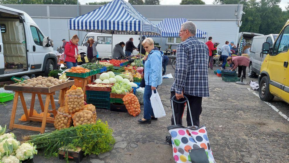 Handlarze już wiedzą. Ceny warzyw i owoców mogą pójść w górę. Dlaczego i jak dzisiaj kształtują się ceny na jarocińskim targowisku? Sprawdziliśmy. - Zdjęcie główne