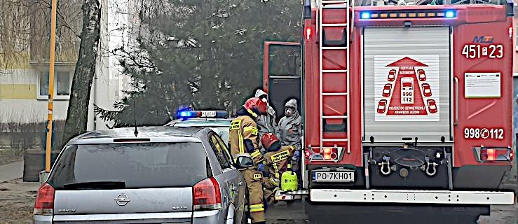 Rodzinna tragedia na osiedlu w Jarocinie. Mąż nie żyje, żona trafiła do szpitala [ZDJĘCIA] - Zdjęcie główne