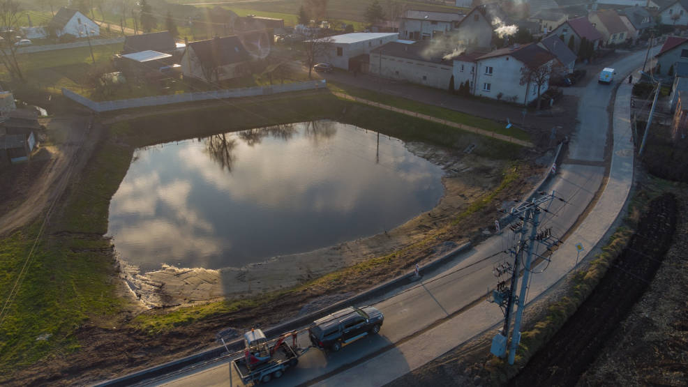 Jarocin. Gmina pozyskała dofinansowanie na II etap rewitalizacji stawu w Potarzycy - Zdjęcie główne