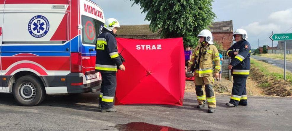 Zderzenie forda  i suzuki na skrzyżowaniu w Cerekwicy. Jedna osoba trafiła do szpitala [AKTUALIZACJA, ZDJĘCIA] - Zdjęcie główne