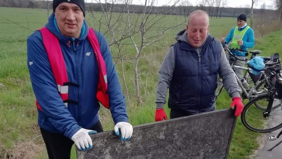 Wiosenne Porządki z RoweLOVE Jarocin. Zebrali jeszcze więcej śmieci niż w marcu - Zdjęcie główne