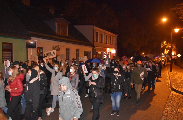 Protest w Krotoszynie. Kobiety po raz kolejny wyszły na ulicę [ZDJĘCIA i FILM] - Zdjęcie główne
