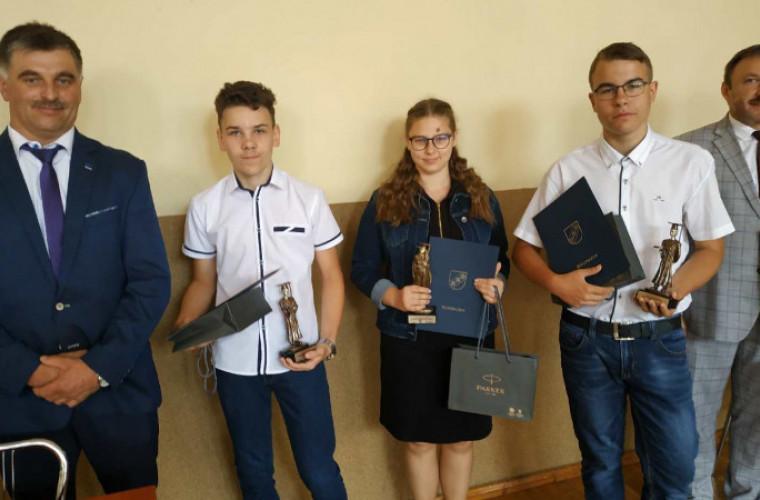 Rozdrażew. Wyróżnienia dla najzdolniejszych ósmoklasistów [FOTO] - Zdjęcie główne