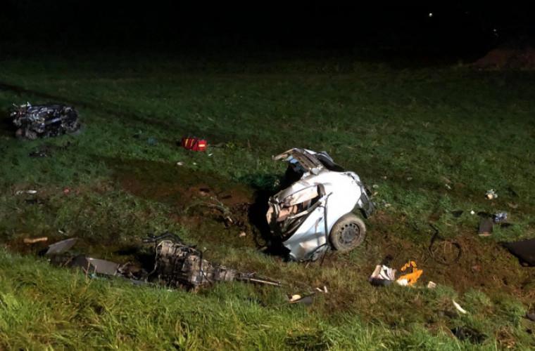 Krotoszyn – Zduny. 25-latek zginął na miejscu. Auto zostało rozerwane [ZDJĘCIA] - Zdjęcie główne