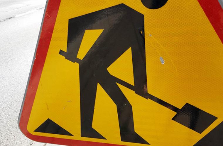 Koźmin Wlkp.  Remontują drogę Dębowiec – Wyrębin - Zdjęcie główne