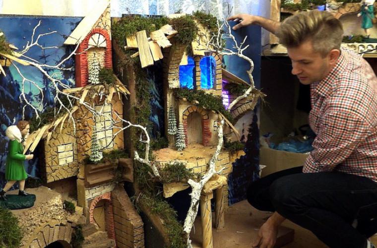 Krotoszyn. Od 15 lat buduje bożonarodzeniowe szopki. Jedna z nich stoi w farze [FILM] - Zdjęcie główne