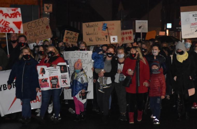 Protest kobiet w Koźminie Wlkp.: Walczymy o wolność wyboru [FOTO] - Zdjęcie główne