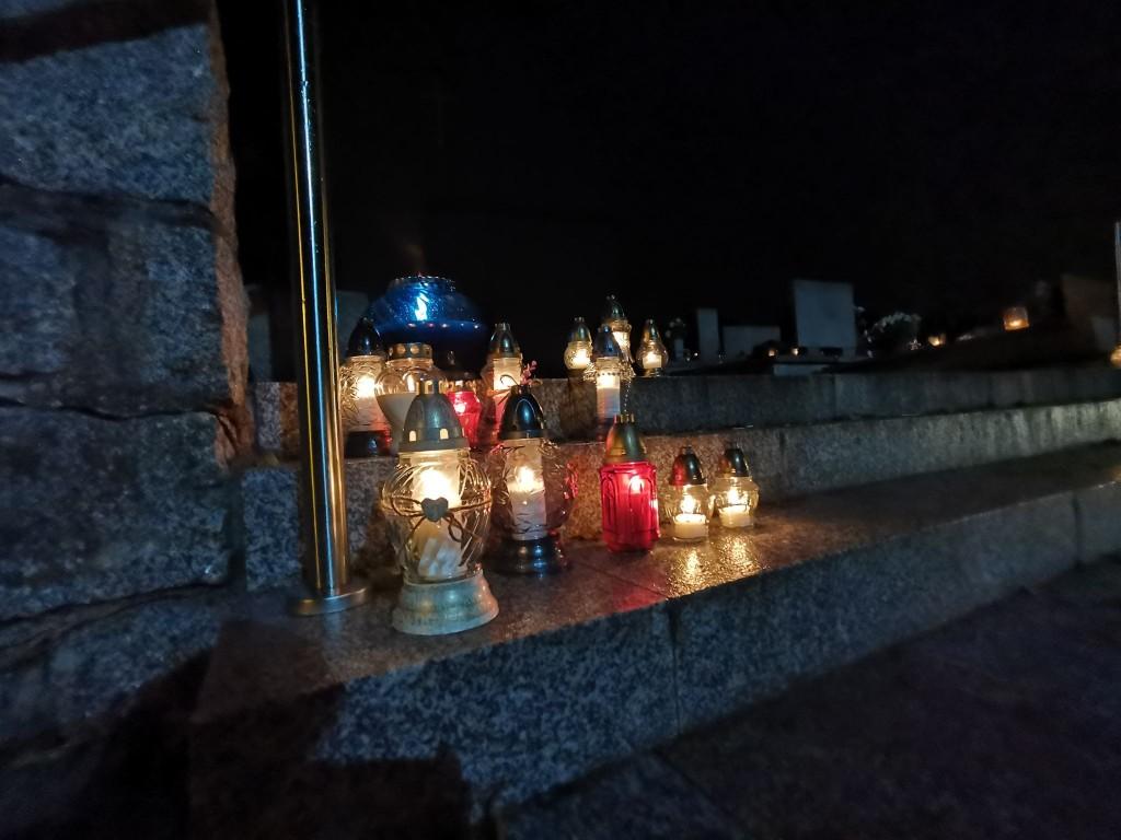 Koźmin Wlkp. Znicze przed cmentarzami - Zdjęcie główne