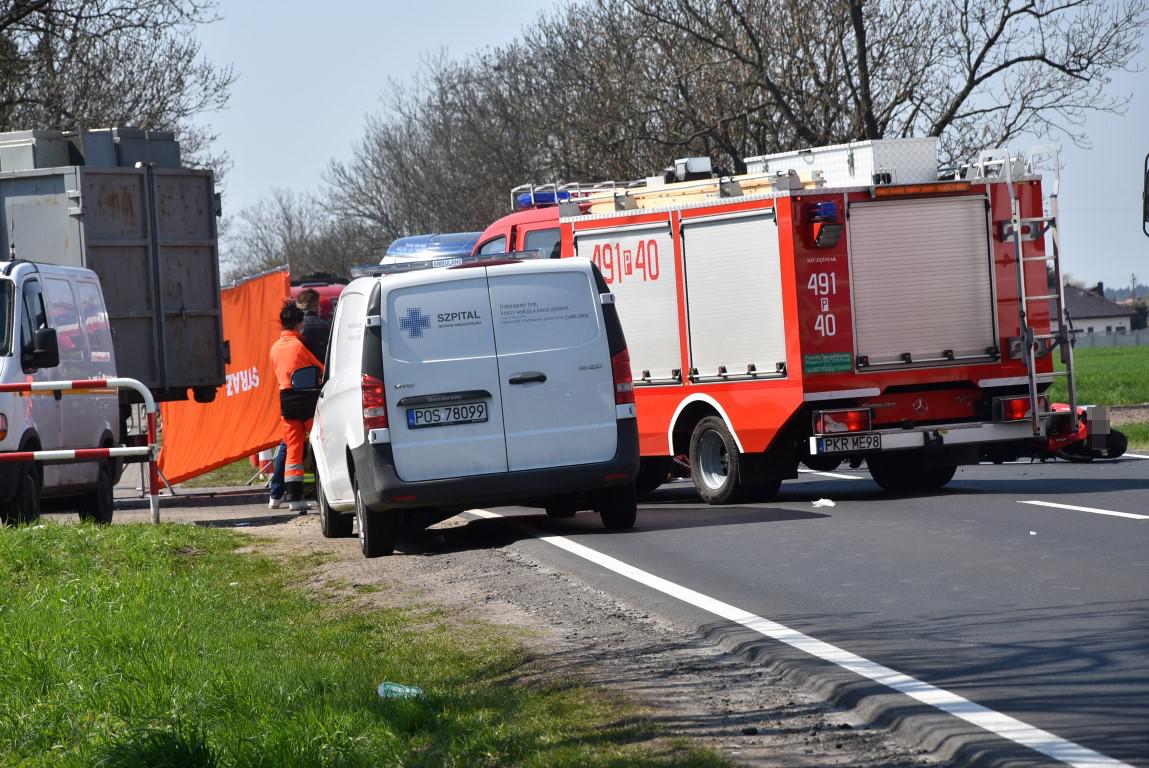 Krotoszyn – Kobylin. Wypadek śmiertelny. Motocyklista zginął na miejscu [ZDJĘCIA] - Zdjęcie główne