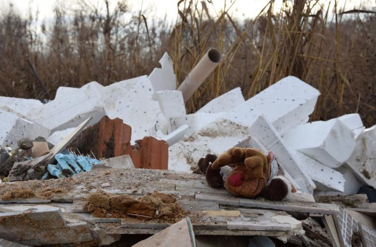 Sulmierzyce. Kto wyrzucił śmieci? Burmistrz prosi mieszkańców o pomoc [FOTO] - Zdjęcie główne