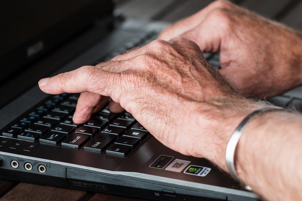 Powiat krotoszyński. Internetowy romans i utrata oszczędności życia - Zdjęcie główne