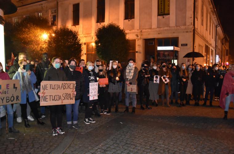 Tłumy na proteście kobiet w Krotoszynie [ZDJĘCIA I FILM] - Zdjęcie główne