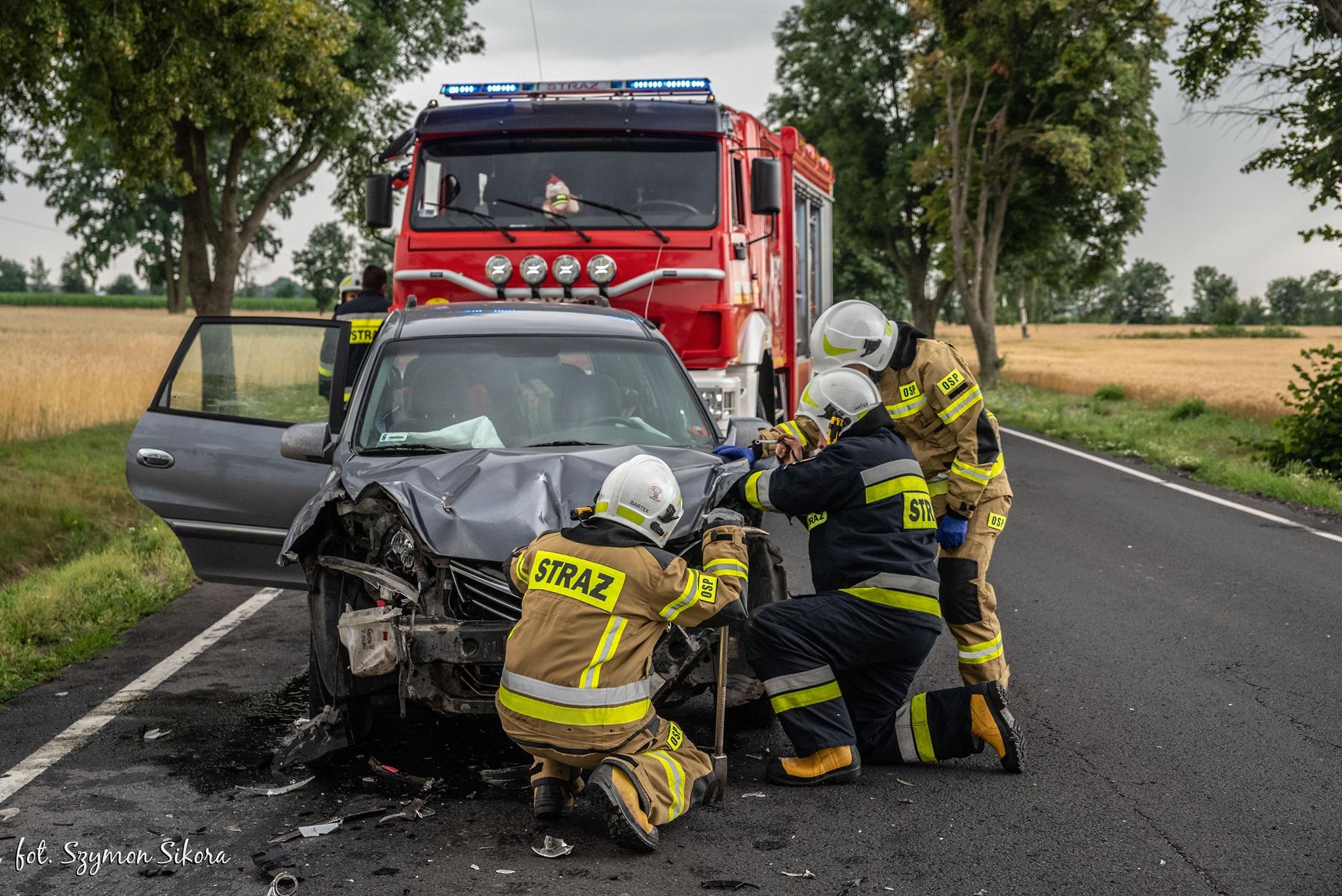 Gm. Koźmin Wlkp. Zderzenie samochodu osobowego z ciągnikiem [ZDJĘCIA] - Zdjęcie główne