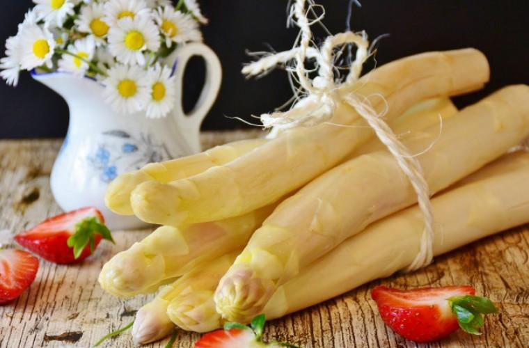 Szparagi – źródło mocnych kości [PRZEPISY] - Zdjęcie główne