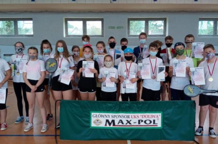 Rozdrażew. Mistrzostwa gminy w badmintonie [FOTO] - Zdjęcie główne