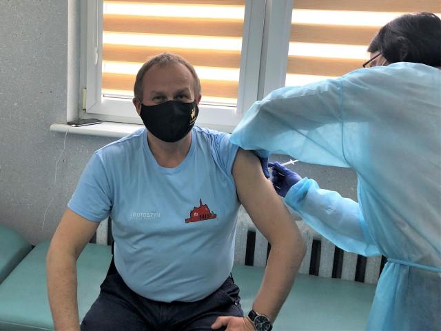 Krotoszyn. Burmistrz przyjął szczepionkę. Czym się szczepił i jak się czuje? - Zdjęcie główne