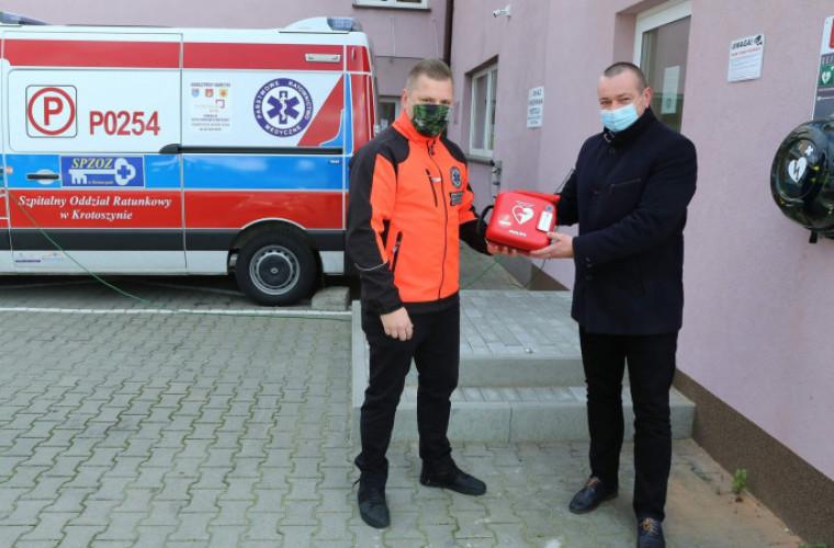 Kobylin. Pierwszy w powiecie defibrylator AED dostępny dla wszystkich [ZDJĘCIA] - Zdjęcie główne
