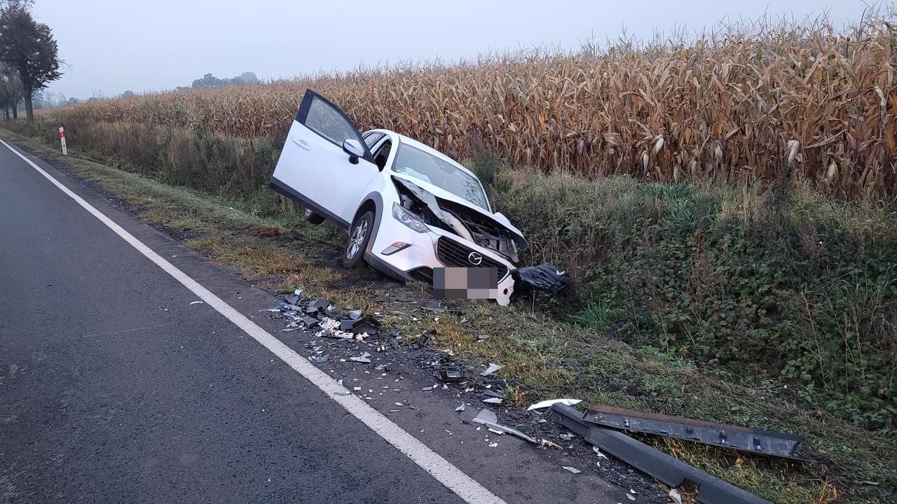 Czołowe zderzenie dwóch samochodów. Sprawca bez prawa jazdy - Zdjęcie główne