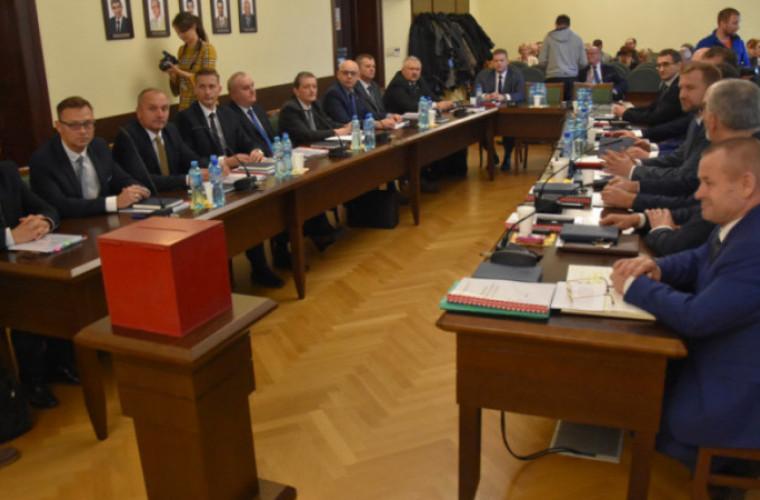 Powiat krotoszyński. Radni OPS chcą powrotu stacjonarnych sesji - Zdjęcie główne