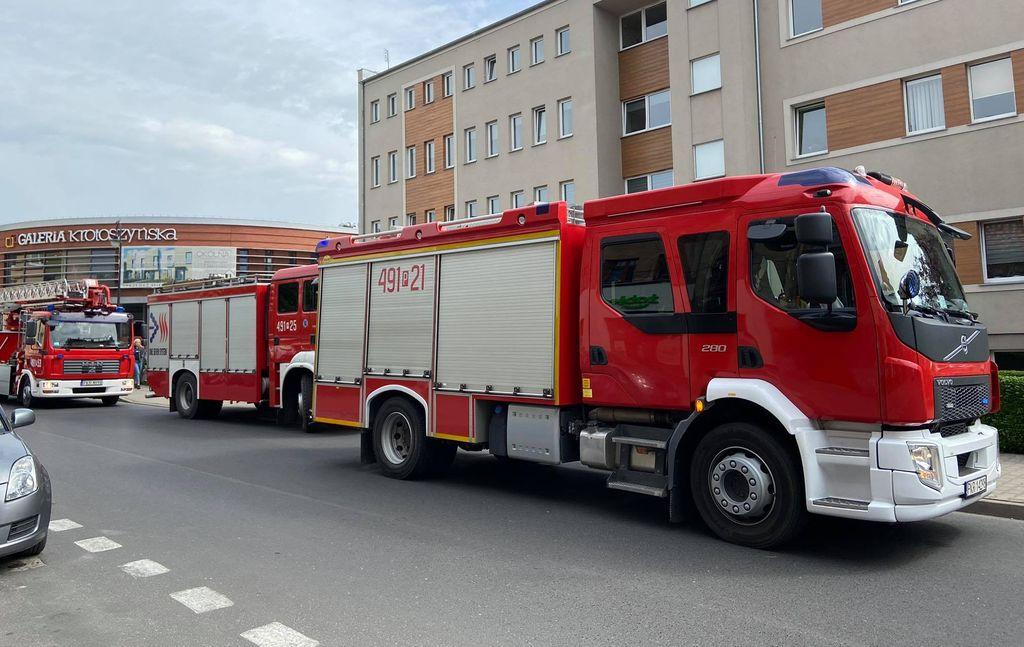 Krotoszyn. Służby otrzymały informacje o podłożonym ładunku wybuchowym w budynku przy Floriańskiej - Zdjęcie główne