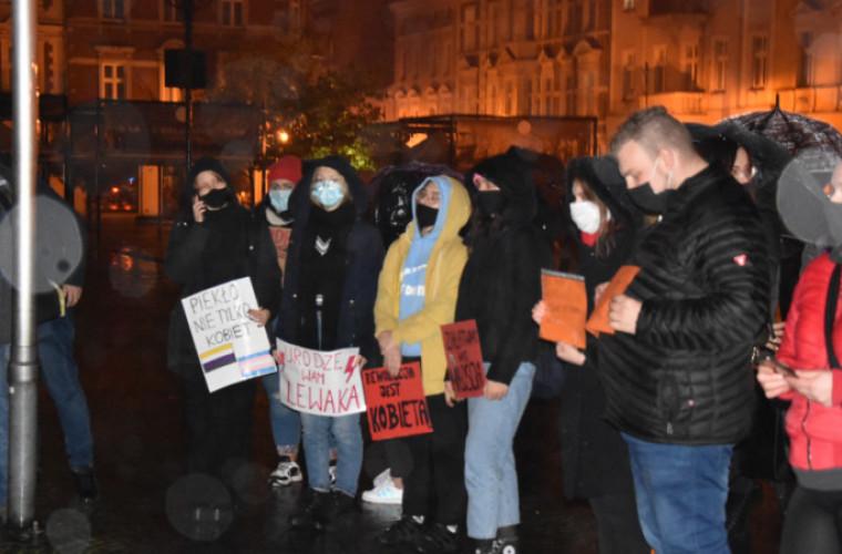 Krotoszyn. Kolejny protest kobiet [ZDJĘCIA I FILMY] - Zdjęcie główne