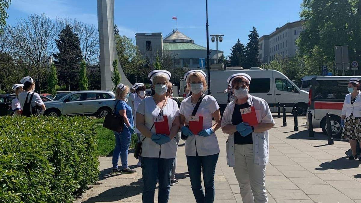 Strajk pielęgniarek i położnych. Krotoszynianki pojechały do Warszawy - Zdjęcie główne
