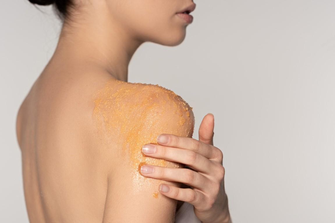 Peeling do ciała – prosty sposób na jędrną i gładką skórę - Zdjęcie główne