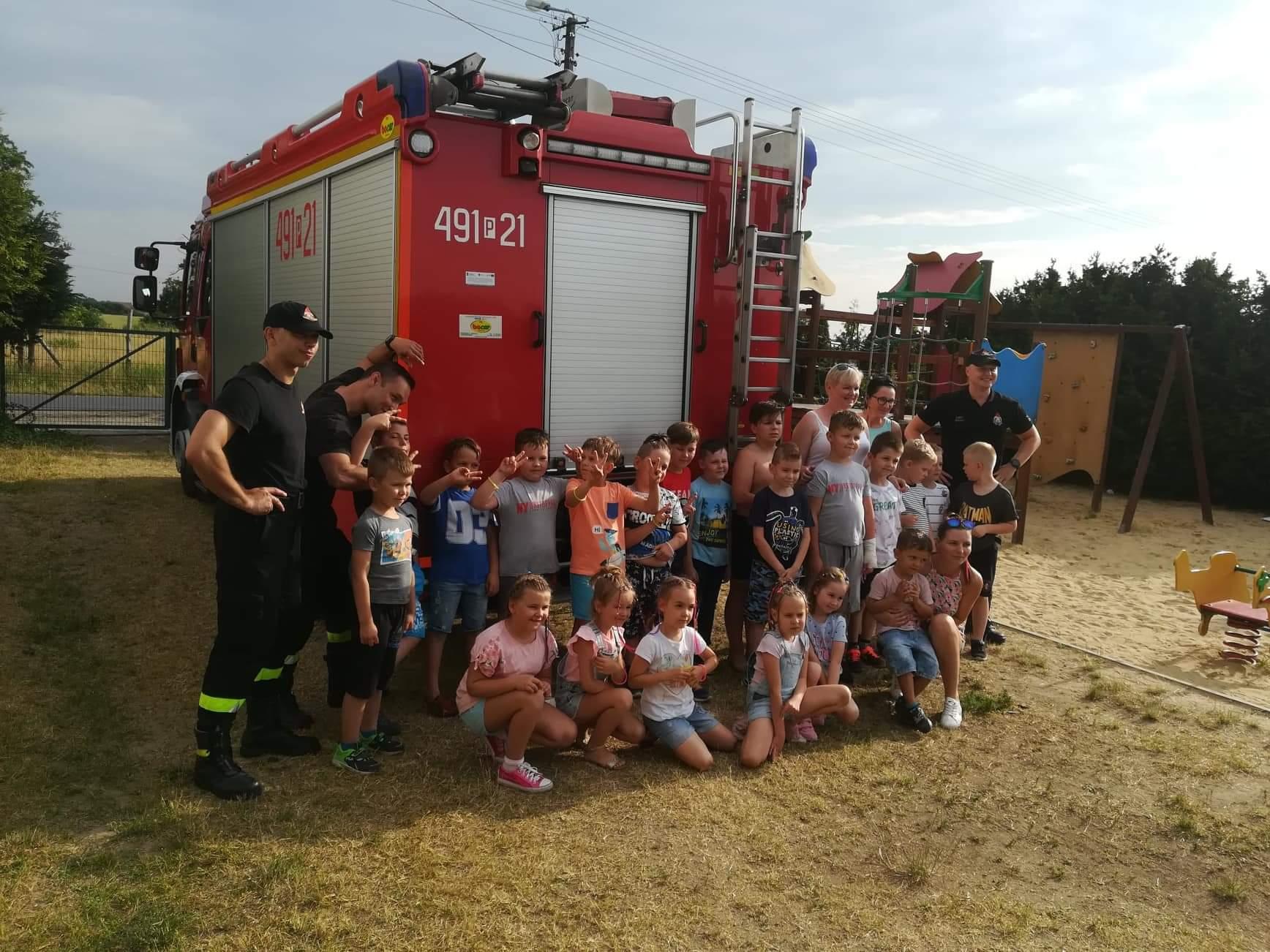 Gm. Krotoszyn. Strażacy spotkali się z dziećmi [ZDJĘCIA] - Zdjęcie główne