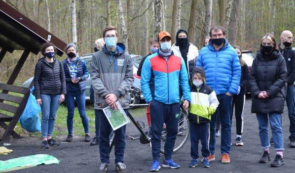 Powiat krotoszyński. Kibice i mieszkańcy posprzątali las - Zdjęcie główne