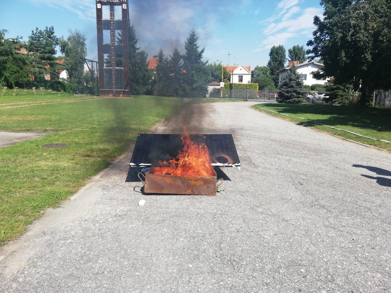 Krotoszyn. Pożar instalacji fotowoltaicznej [ZDJĘCIA] - Zdjęcie główne