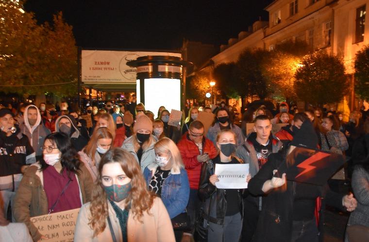 Krotoszyn. Protesty zostają odwieszone. Kobiety znów wyjdą na ulice [AKTUALIZACJA] - Zdjęcie główne