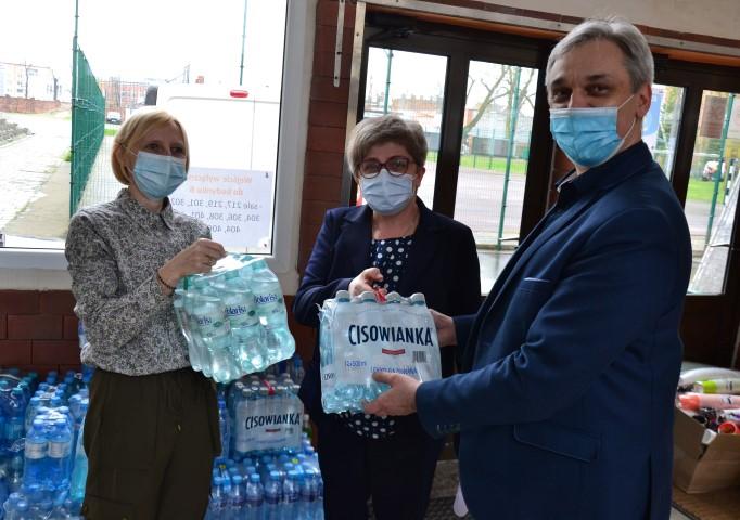 Krotoszyn. Uczniowie i nauczyciele pomagają chorym na COVID-19 - Zdjęcie główne