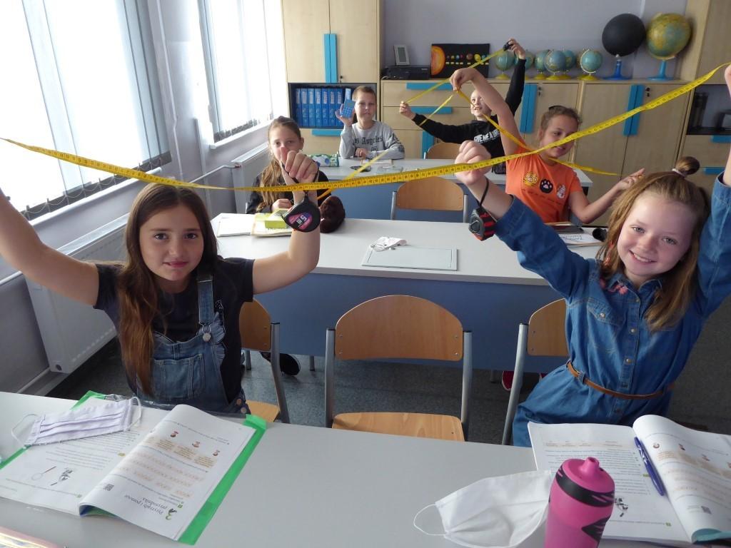 Świnków. Uczniowie mierzyli drzewa - Zdjęcie główne
