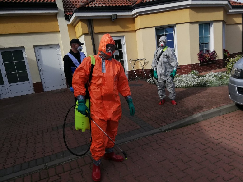 Strażacy dezynfekują DPS w Baszkowie - Zdjęcie główne