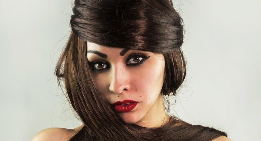 Jak profesjonalnie pielęgnować włosy w domu? - Zdjęcie główne