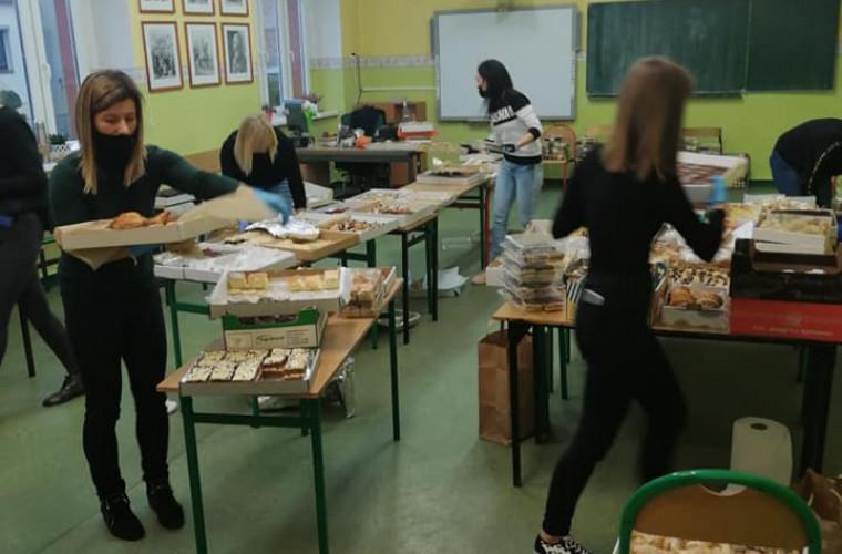 Koźmin Wlkp. Sprzedawali ciasta, by pomóc Marcelowi z Krotoszyna [ZDJĘCIA] - Zdjęcie główne